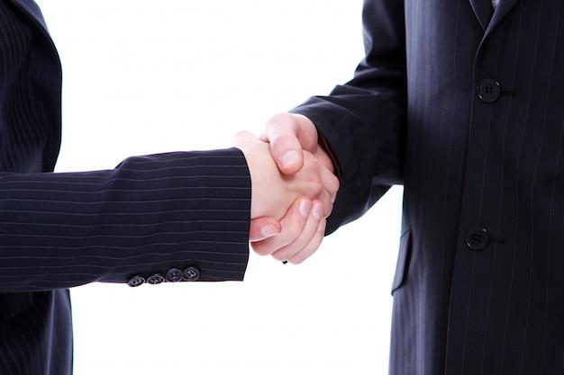 Apretón de manos de dos socios comerciales