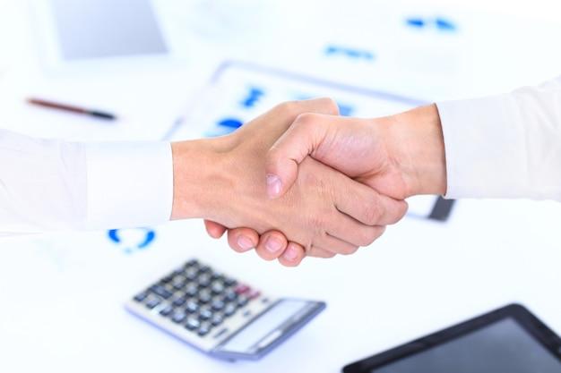 Apretón de manos de negocios y gente de negocios