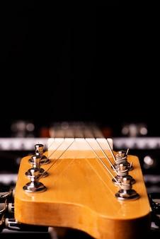 Aps y mástil de una guitarra eléctrica.