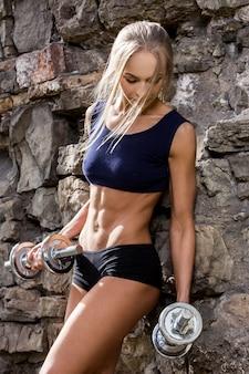 Aptitud. bella mujer con cuerpo sexy