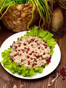 Árabe oriental, humus de comida turca con semillas de granada.