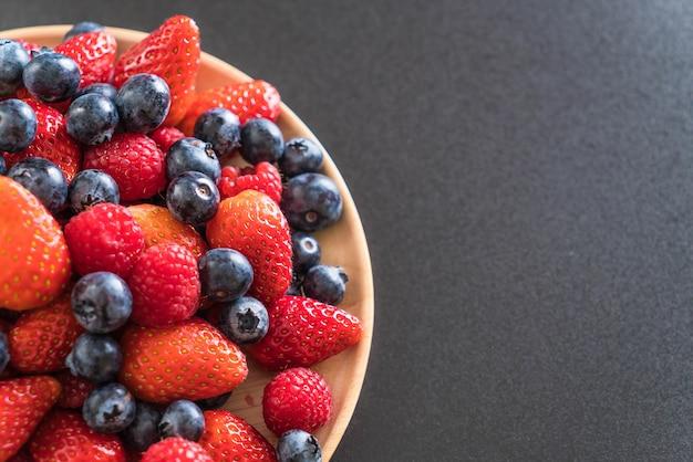 Arándano fresco, fresa y frambuesa