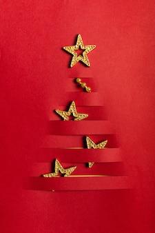 Árbol de navidad artesanal de papel hecho a mano con ranura de estrellas doradas