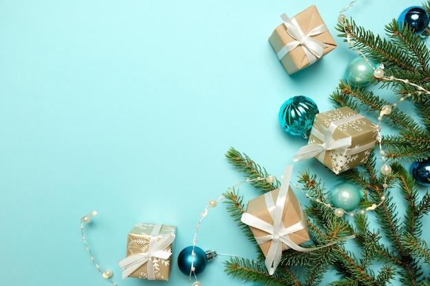 Árbol de navidad con decoraciones