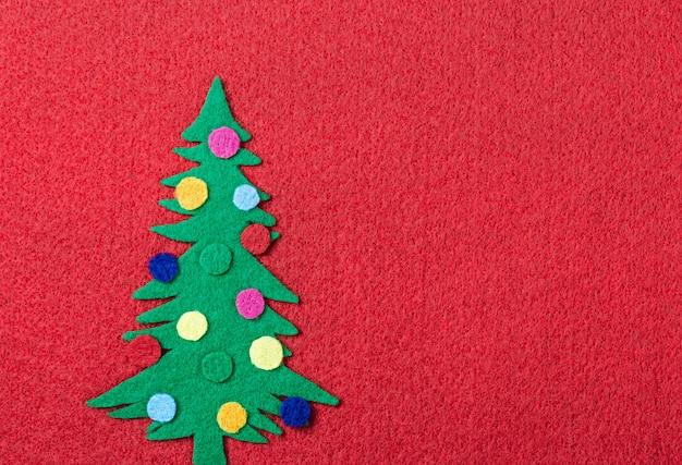 Árbol de navidad con juguetes de fieltro