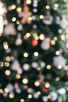 Árbol de navidad con luces borrosas