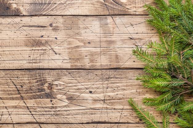 Árbol de navidad en tablero de madera