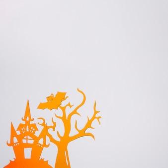 Árbol de papel naranja con murciélago y castillo