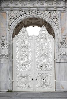 Arco antiguo de piedra