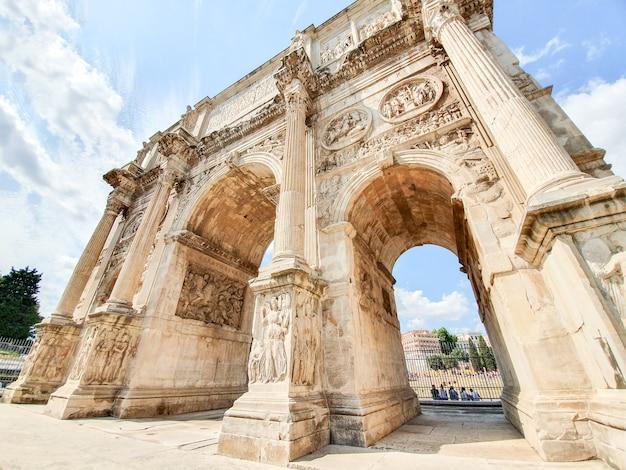 El arco de constantino en roma.