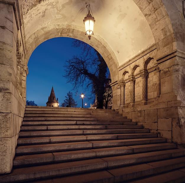 Arco de entrada iluminado