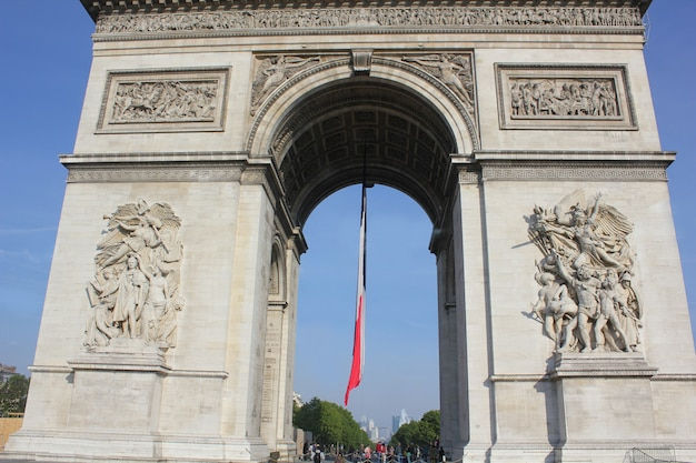El arco de la victoria en parís, francia
