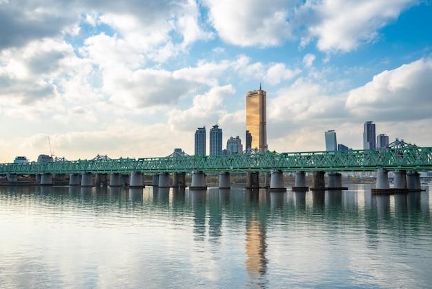 El área escénica del río han en seúl, la capital de corea del sur.