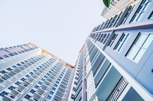 Área que vive de la habitación del edificio de apartamentos, tono del vintage