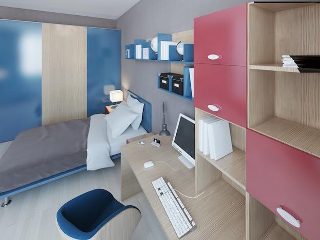 Área de trabajo en dormitorio de adolescentes con mesa de madera marrón claro con computadora y sistema de pared con detalles en rojo y azul.