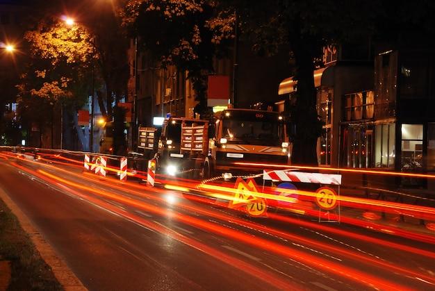 Área de trabajo en el tráfico por la noche