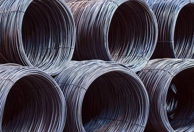 La armadura del edificio se encuentra en el almacén de productos metalúrgicos. elemento de la estructura constructiva.