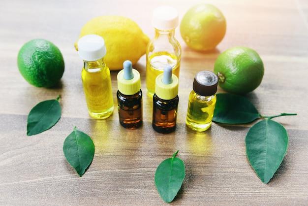 Aromaterapia aroma de botellas de aceite a base de hierbas con hojas de limón y lima formulaciones a base de hierbas - aceites esenciales naturales y orgánicos de hoja verde