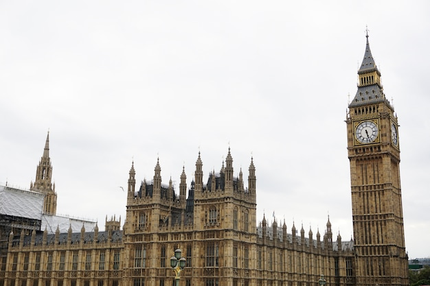 Arquitecto historia victoriana famosa torre