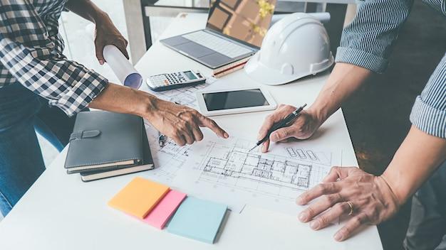 Arquitecto ingeniero de diseño trabajando en concepto de planificación de planos