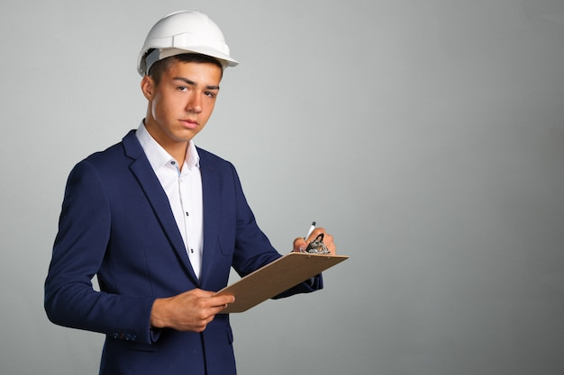 Arquitecto joven empresario feliz