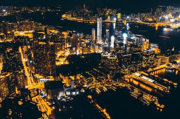 Arquitectura hermosa que construye el paisaje urbano exterior del horizonte de la ciudad de hong-kong