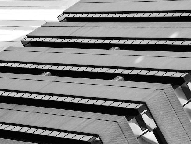 Arquitectura simple del patrón de construcción moderna - blanco y negro