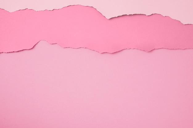 Arregle de papeles rosados