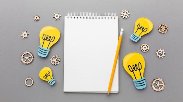 Arreglo abstracto plano laico con elementos de innovación