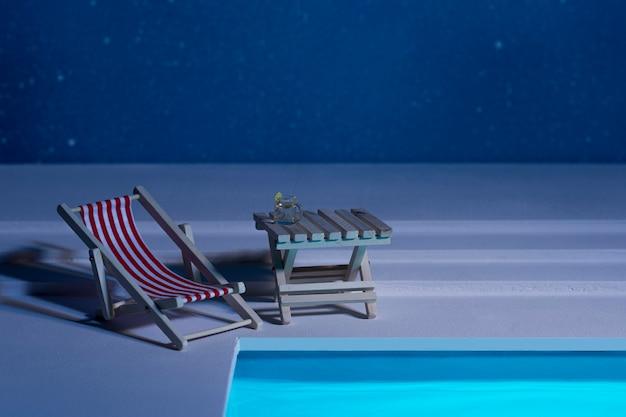 Arreglo de bodegón de piscina nocturna
