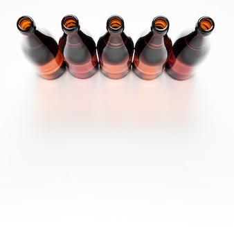 Arreglo de botellas de cerveza con espacio de copia