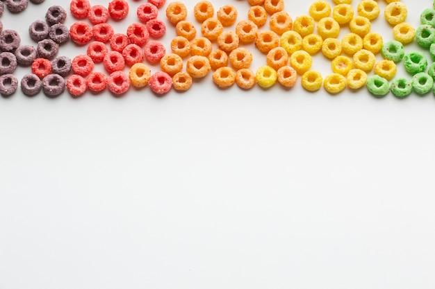 Arreglo de cereal delicioso con espacio de copia