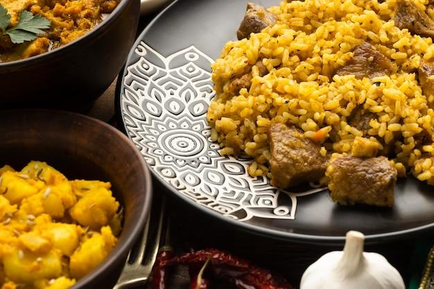Arreglo de comida india alto ángulo