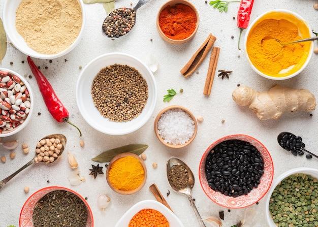 Arreglo de comida india de vista superior