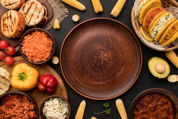 Arreglo de comida con vista superior del plato