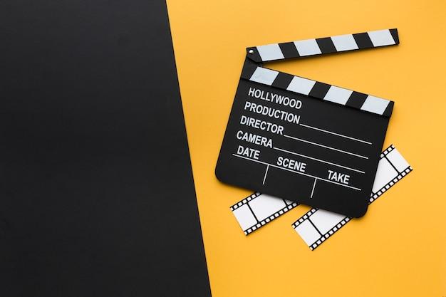 Arreglo creativo de elementos cinematográficos con espacio de copia