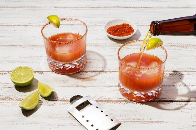 Arreglo de deliciosa bebida michelada