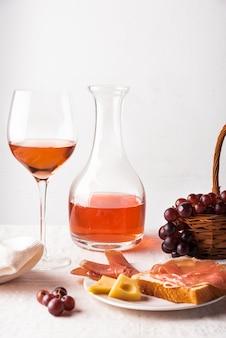 Arreglo de deliciosa cata de vinos.