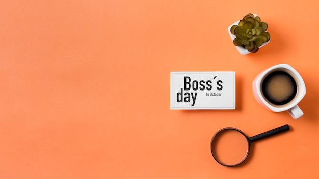 Arreglo del día del jefe sobre fondo naranja con espacio de copia