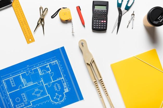 Arreglo de diferentes objetos arquitectónicos.