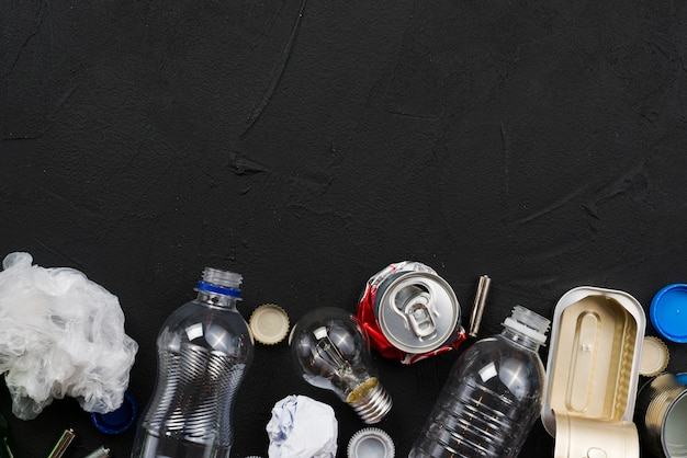 Arreglo de diferentes tipos de basura.