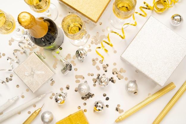 Arreglo dorado para fiesta de año nuevo