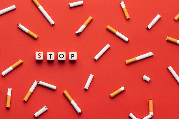 Arreglo de elementos del día sin tabaco.