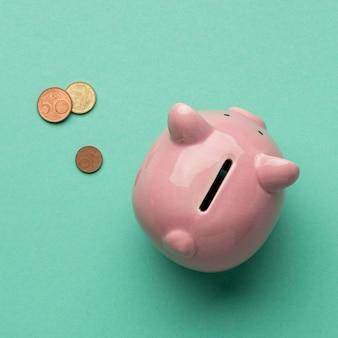 Arreglo de elementos financieros de vista superior