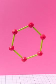 Arreglo de elementos químicos bodegón