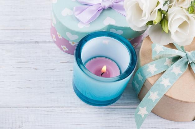 Arreglo de flores blancas de eustoma, cajas de regalo