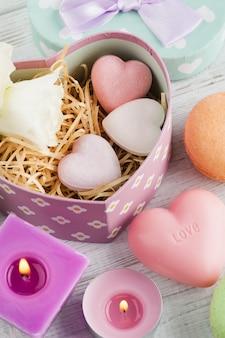 Arreglo de flores de eustoma en maceta, caja de regalo en colores pastel