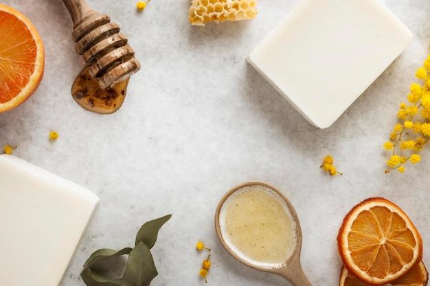 Arreglo de ingredientes de jabón de vista superior