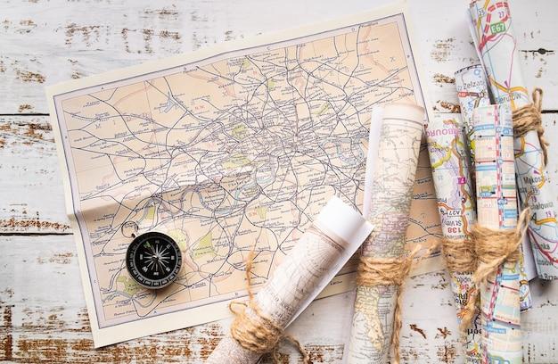 Arreglo de mapas antiguos y nuevos.