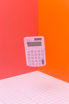 Arreglo matemático con calculadora flotante.